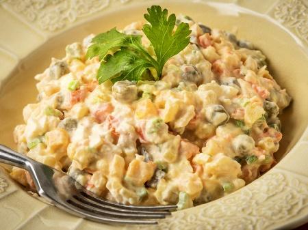 Веган руска салата със соева майонеза - снимка на рецептата